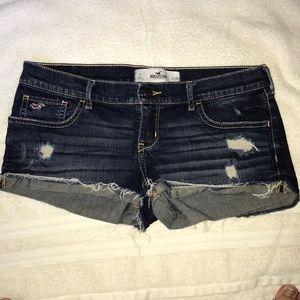 Hollister distressed denim shorts size 7 (28)